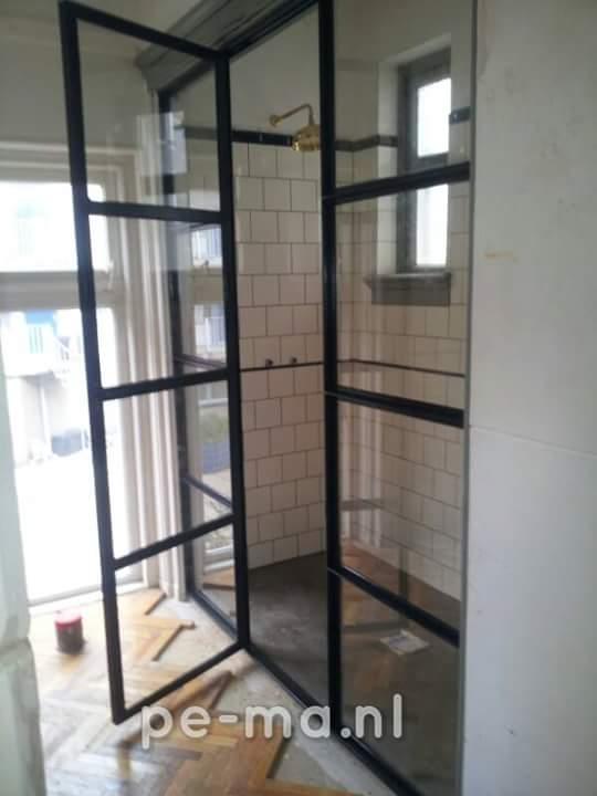Stalen deuren of pui